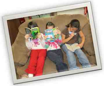 Couch kids reading